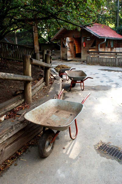 wheelbarrows_01